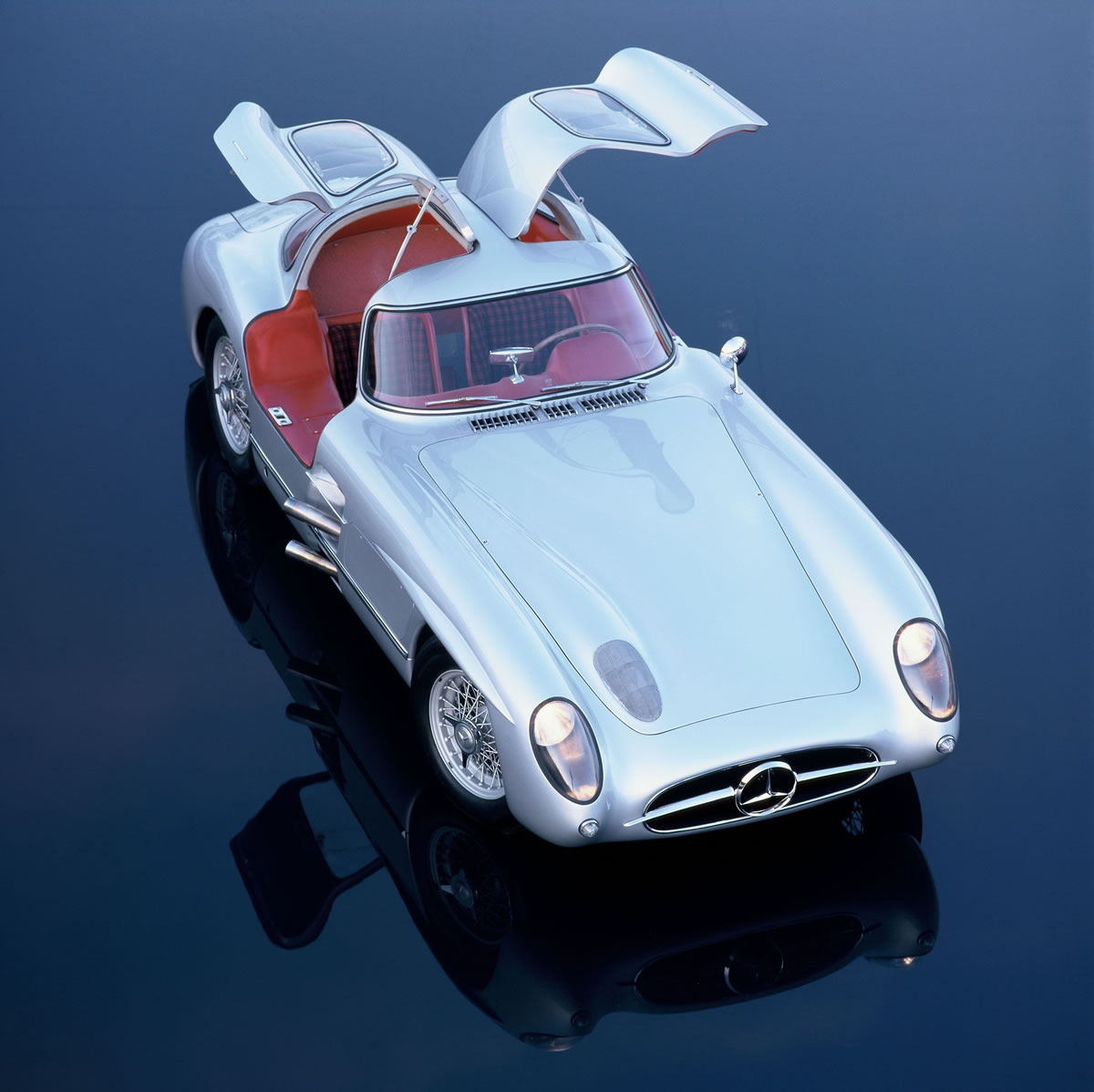 in 1955 Fangio won the world championship again ahead of Stirling Moss, also on a 300 SLR