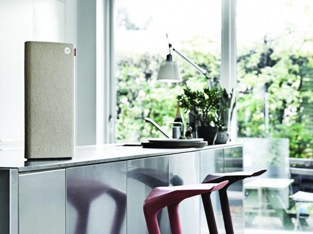 Libratone Live beige in kitchen