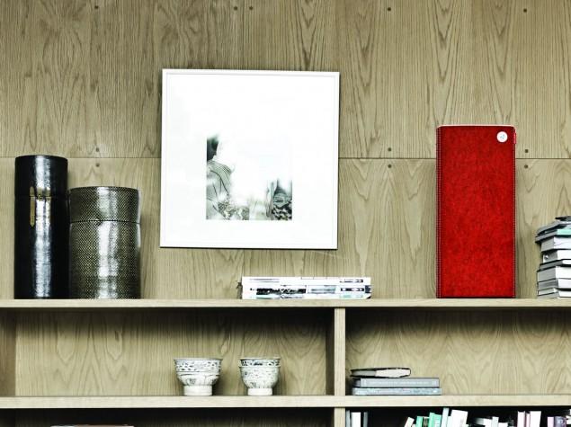 Libratone Live blood orange on bookshelf