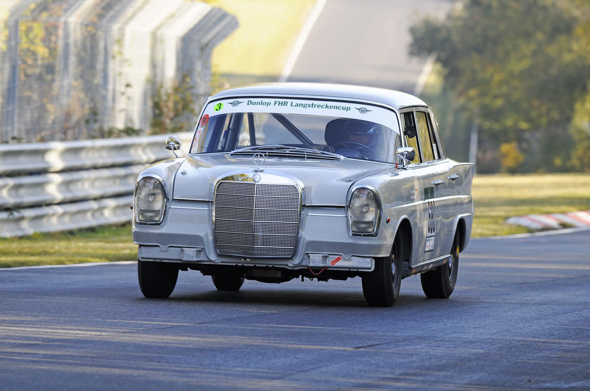Mercedes-Benz 220 SE (series W 111, 1959 to 1965), reconstructed by the Mercedes-Benz Classic Centre in 2011 for classic endurance racing. Competing in the FHR race at the Nürburgring, 22 and 23 October 2011
