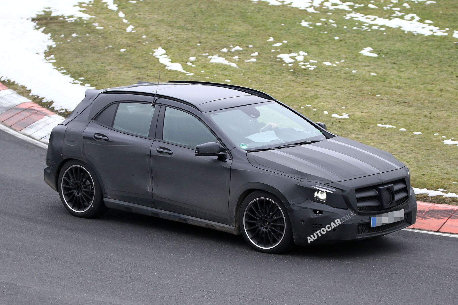 2014 Mercedes-Benz GLA Spied Testing on Video