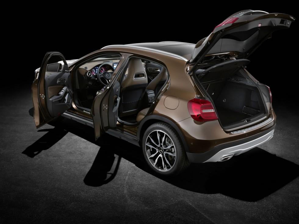 2015 Mercedes GLA doors open