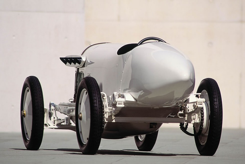 "200 hp Benz, called ""Blitzen-Benz"", a record-setting car from the year 1909"