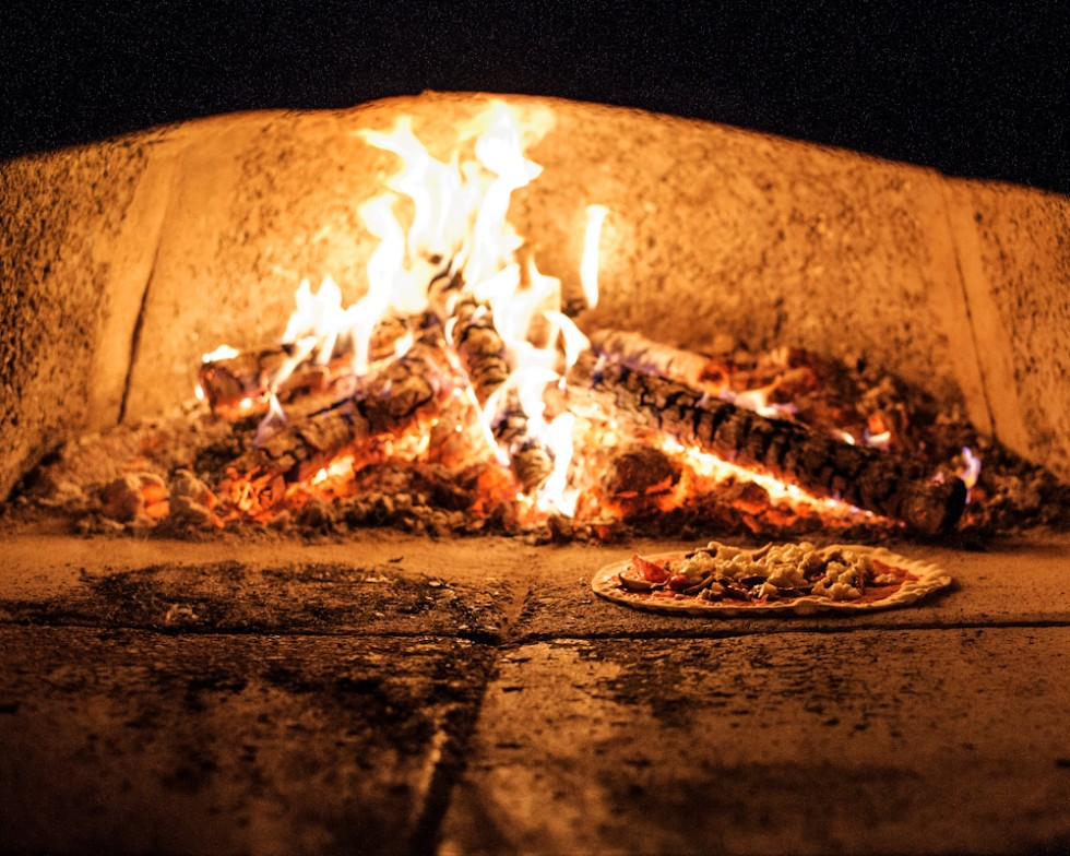 For 'al fresco' dining there are pizza evenings where everyone can join in and make their own pizza in the traditional wood oven.