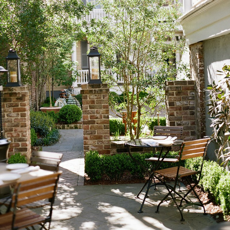 amex_square_erickelley_zg_cafe_courtyard_longview_2015.jpg
