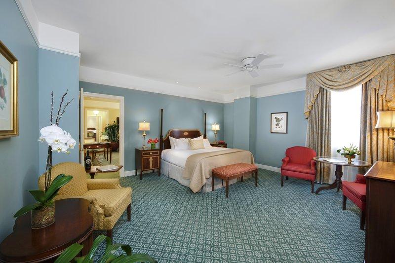 hi_bnahh_executive_suite_-_bedroom.jpg