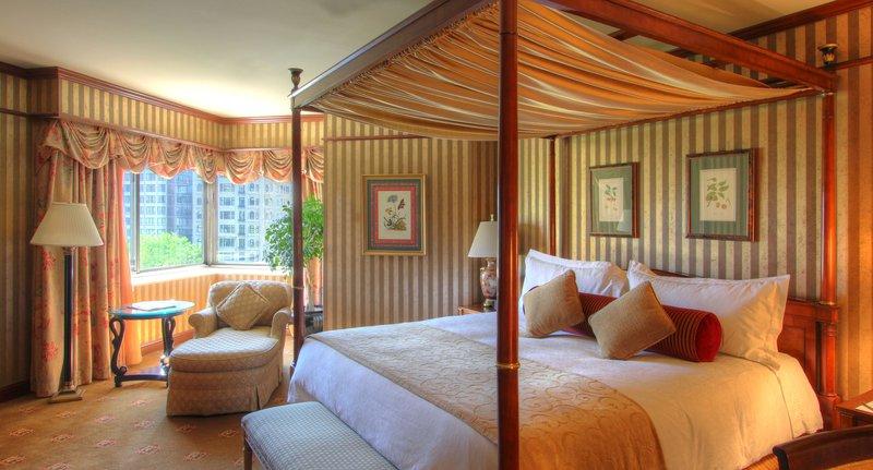 hi_lw1776_47088450_presidential_suite_bedroom.jpg