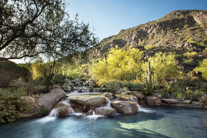 lux3544ag-199104-waterfall.jpg