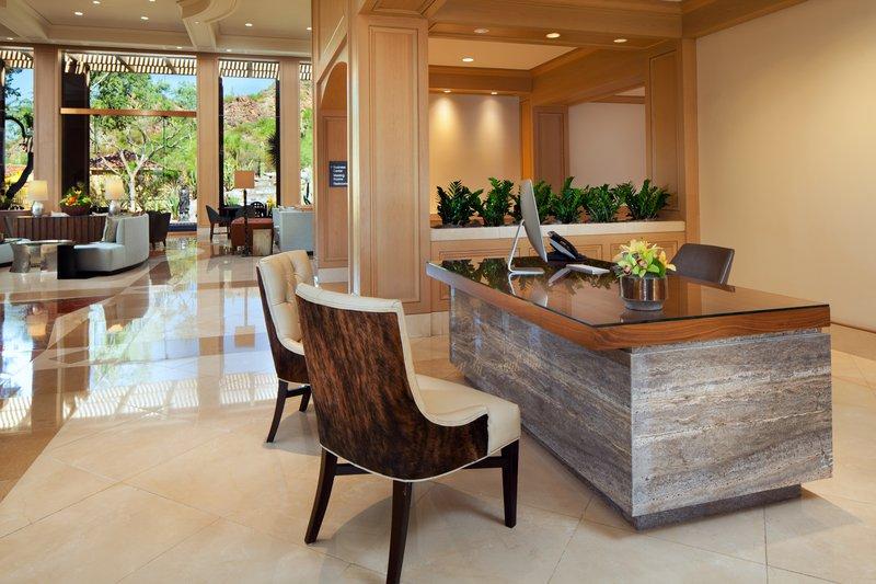 lux3544lo-202030-concierge_desk.jpg