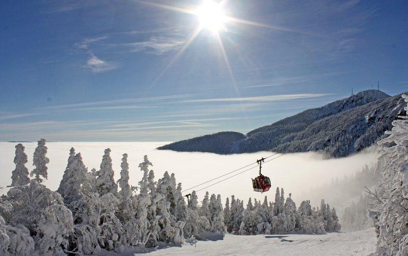 stowe_dest_gondola_sun_winter_wideshot.jpg