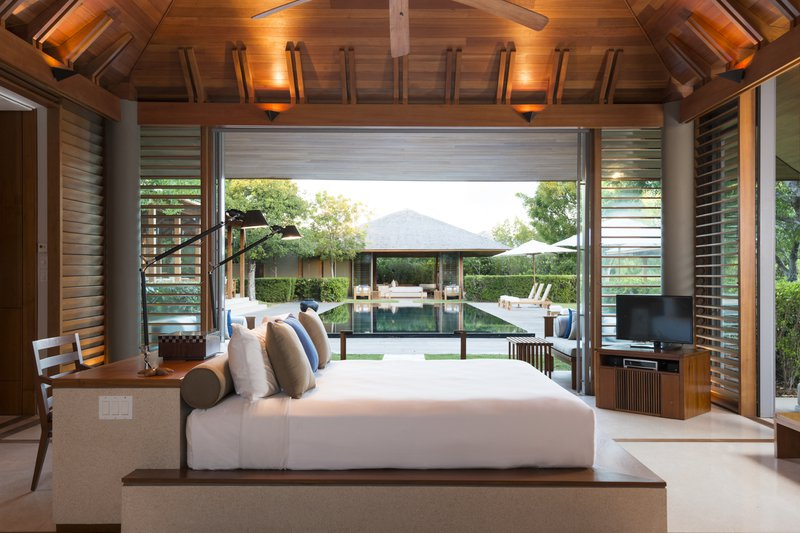 villa_10-_master_bedroom_high_res_8209.jpg
