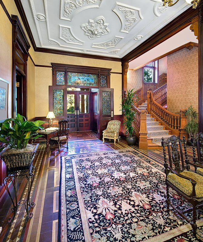 wentworth_mansion_lobby_2400-3000_pixels.jpg