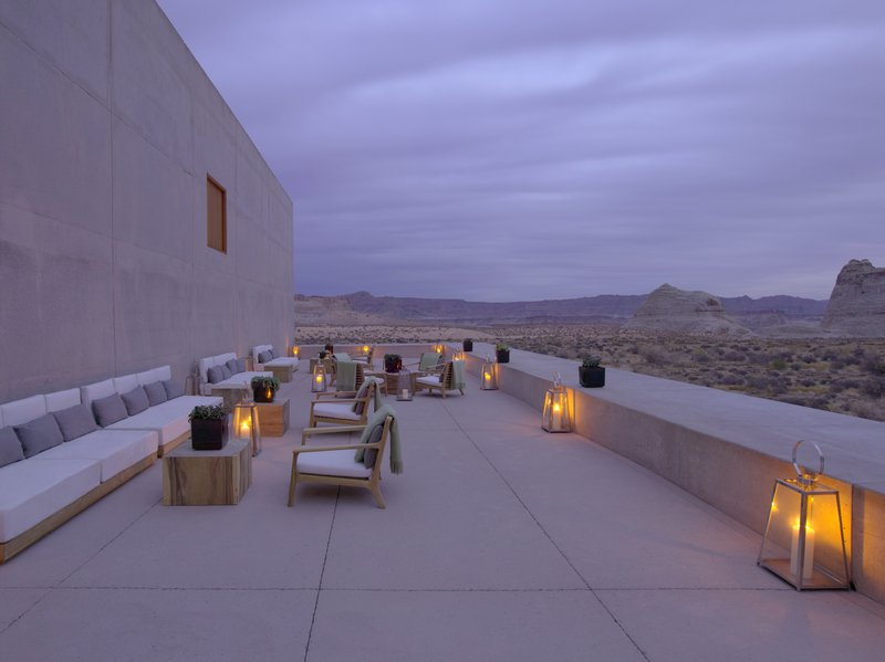 desert_lounge_dusk_high_res_3255.jpg