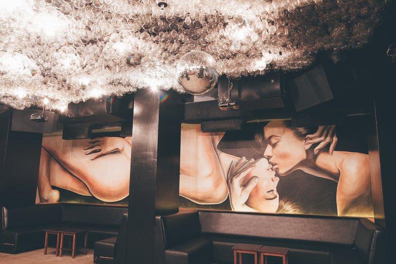 addiction_nightclub3.jpg