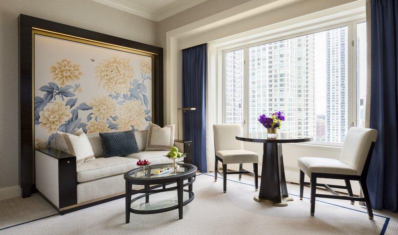 deluxe_guestroom_living_area.jpg