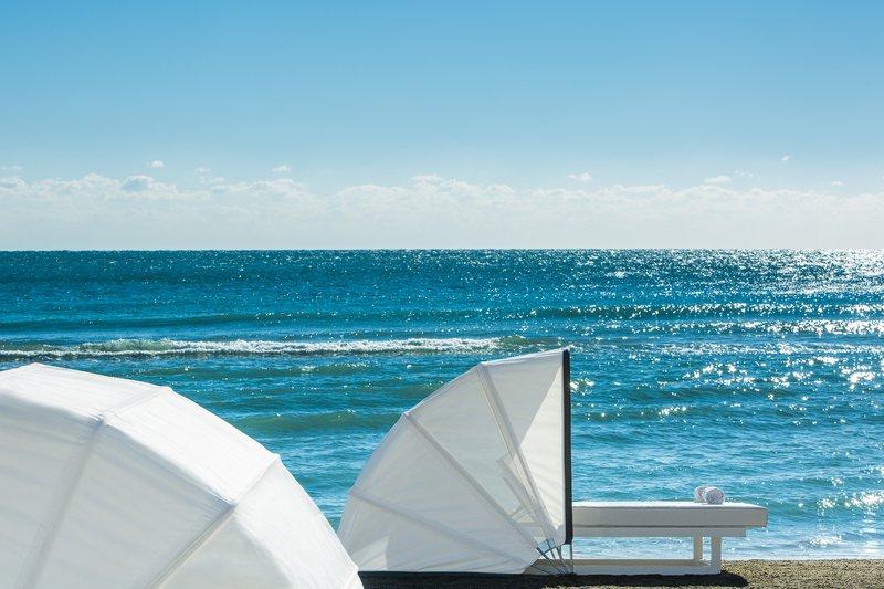 hi_212748_65641559_beach_set_up_cabana.jpg