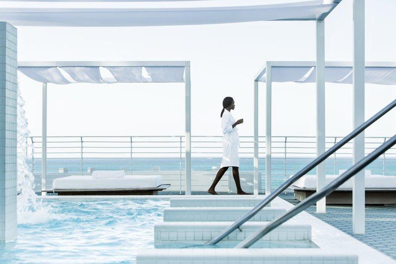 hi_212748_65643206_hydrotherapy_rooftop_pool_cabanas_5.jpg