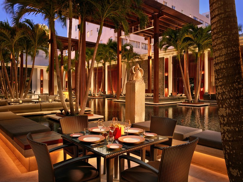 hi_lw2701_61280964_the_courtyard_restaurant.jpg