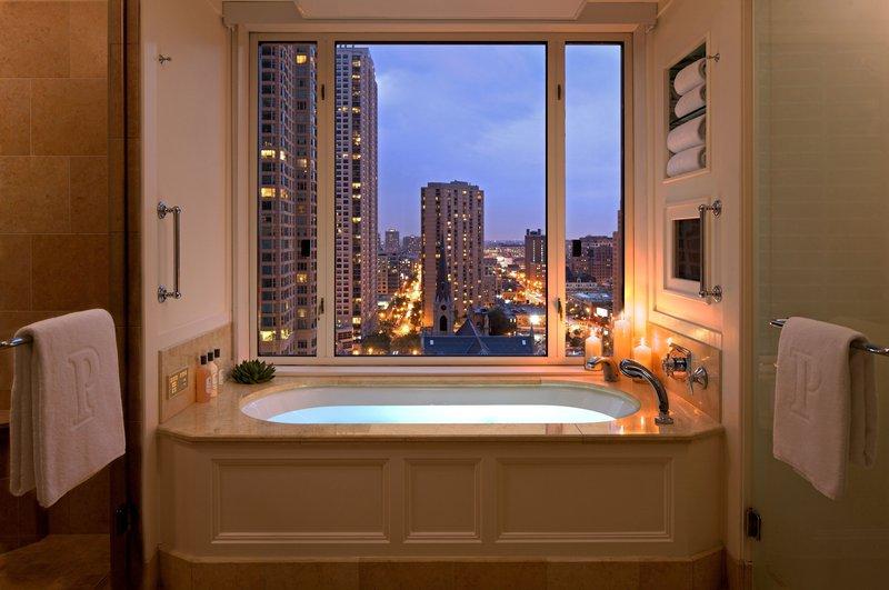 the_peninsula_chicago_executive_suite_bathroom.jpg