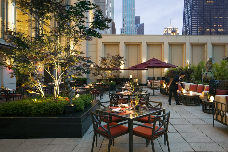 the_peninsula_chicago_shanghai_terrace_1.jpg