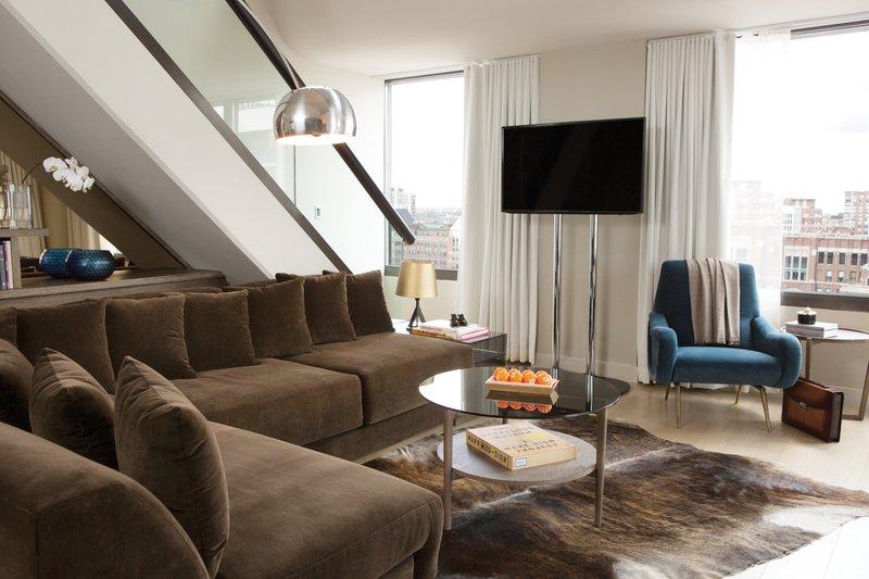 thompsonchicago_penthouse_livingroom_pr_dt1113.jpg