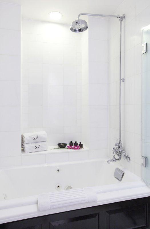 42979296-h1-bathtub_rainforest_shower.jpg