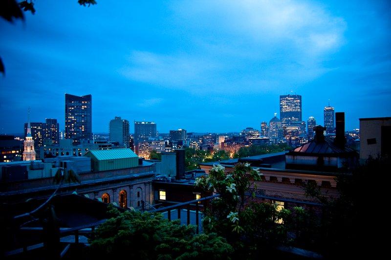 75572555-h1-roof_deck_night_shot.jpg