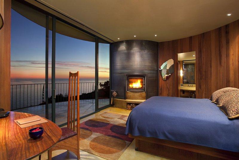 hi_mrypr_57010398_accommodations_-_pacific_suite_interior.jpg