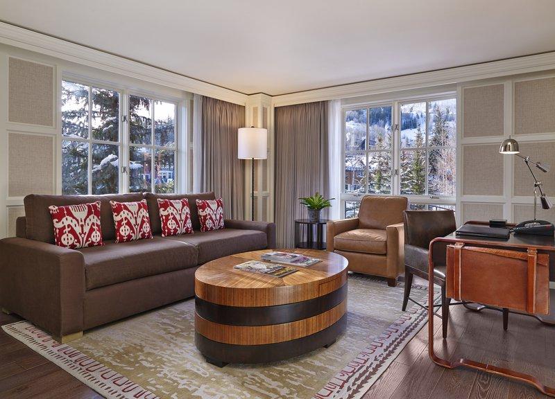 str244gr-133402-one_bedroom_suite_living_room.jpg