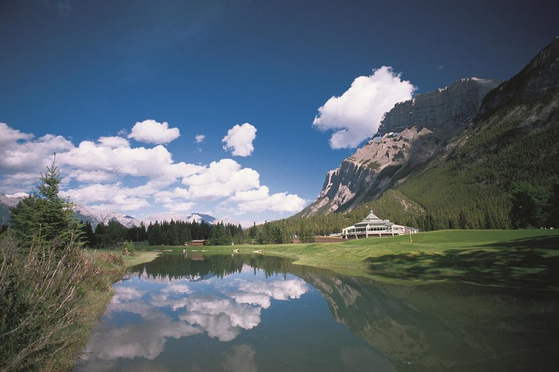 banff_springs_golf_course_clubhouse_-_summer_492554_high.jpg