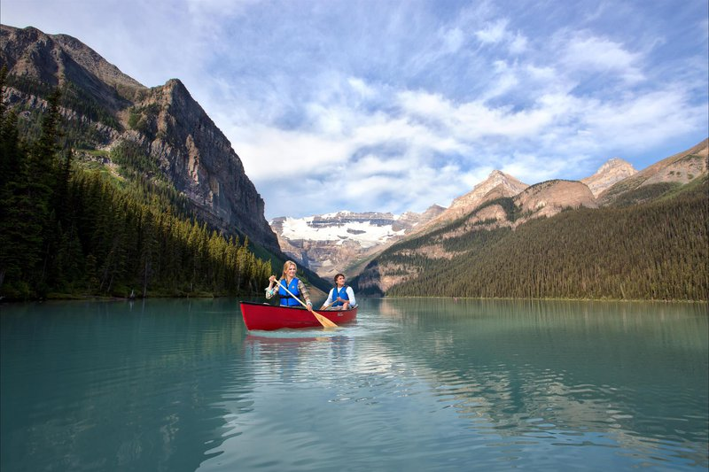canoeing_with_view_478201_high.jpg