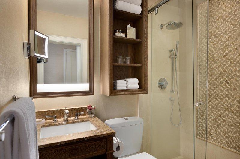 fairmont_gold_mountain_view_bathroom_492562_high.jpg