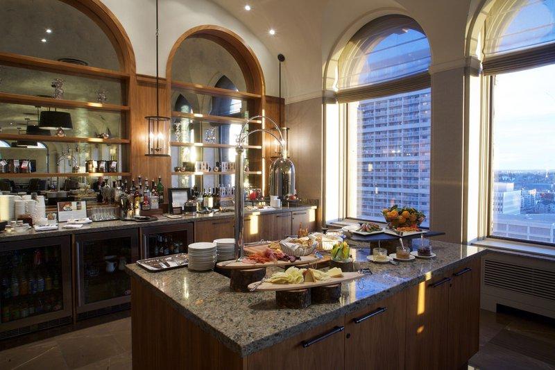 fairmont_gold_penthouse_lounge_574975_high.jpg