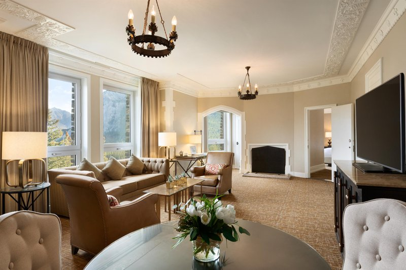 fairmont_gold_two_bedroom_suite_parlour_492571_high.jpg