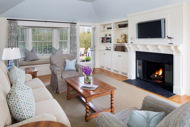 hi_lw1722_52951841_cottage_suite_living_room.jpg