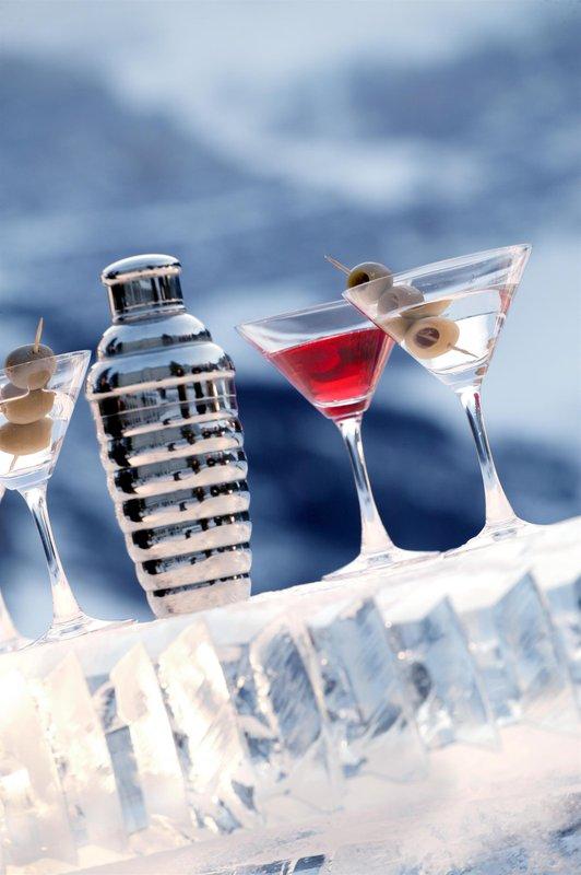 ice_bar_cocktails_winter_478249_high.jpg