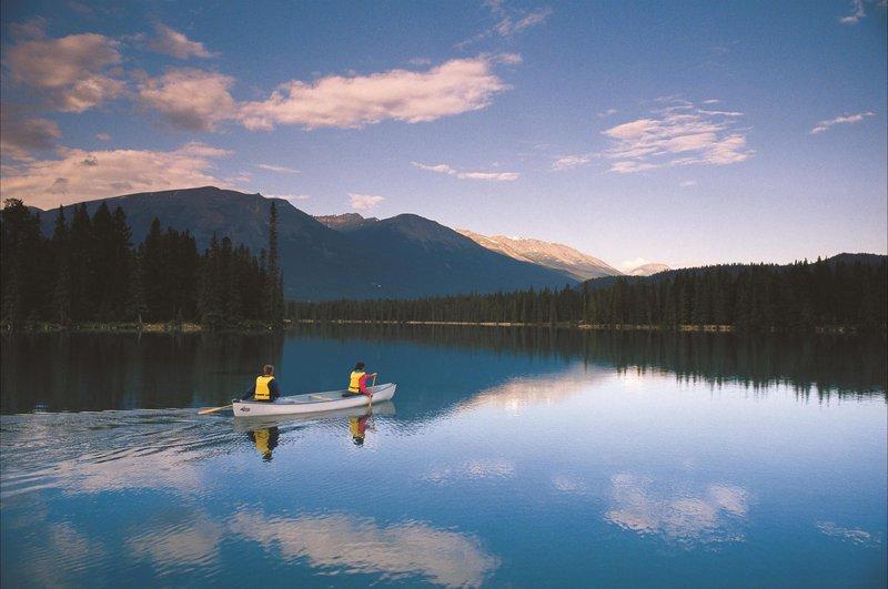 paddling_on_lac_beauvert_479857_high.jpg