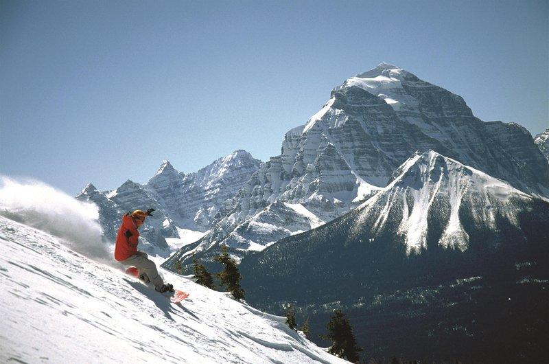 skiing_lake_louise_winter_478197_high.jpg