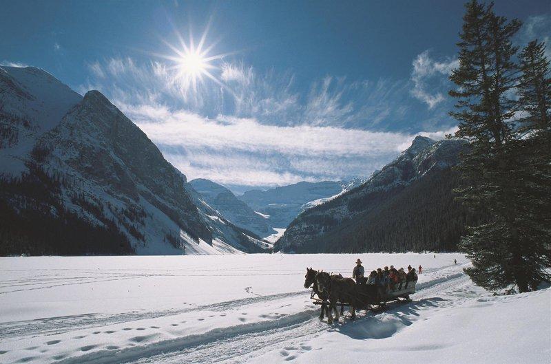 winter_sleigh_ride_478194_high.jpg