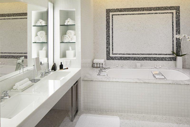 160118_lwh_suite904_bathroom_531.jpg