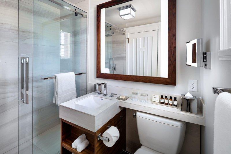 fairmont_standard_bathroom_861775_high.jpg