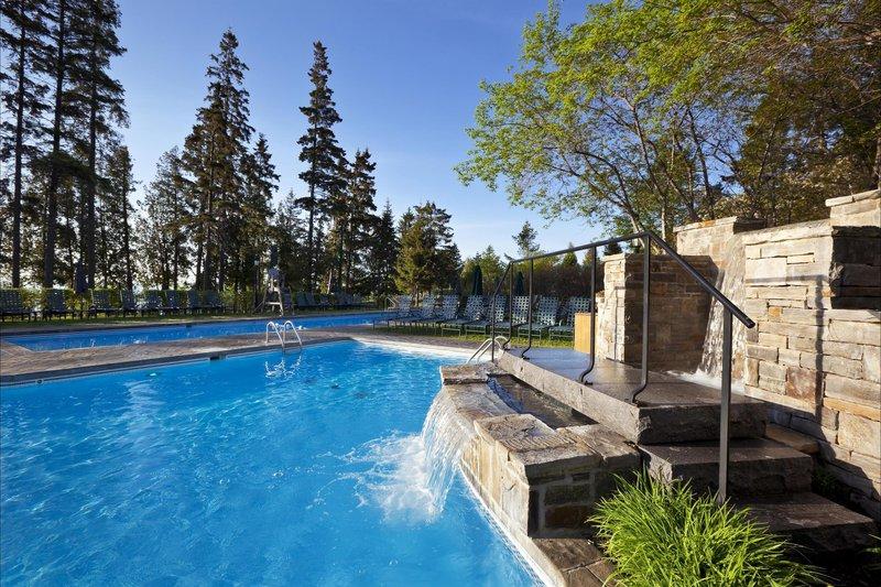 outdoor_pool_480358_high.jpg