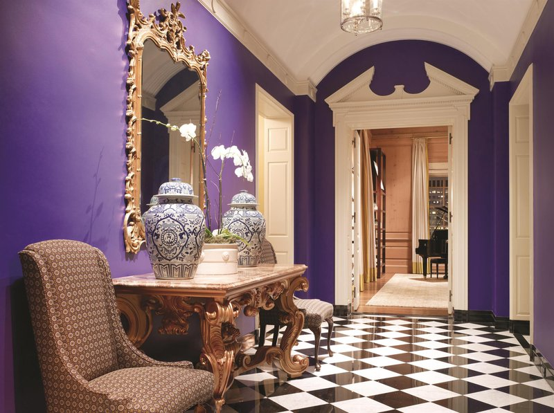 penthouse_suite_hallway_481557_high.jpg
