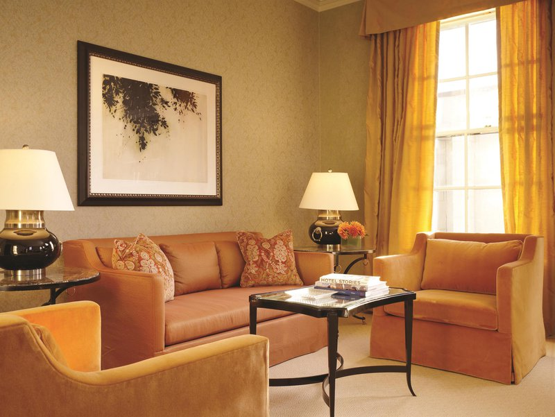 penthouse_suite_living_room_481545_high.jpg