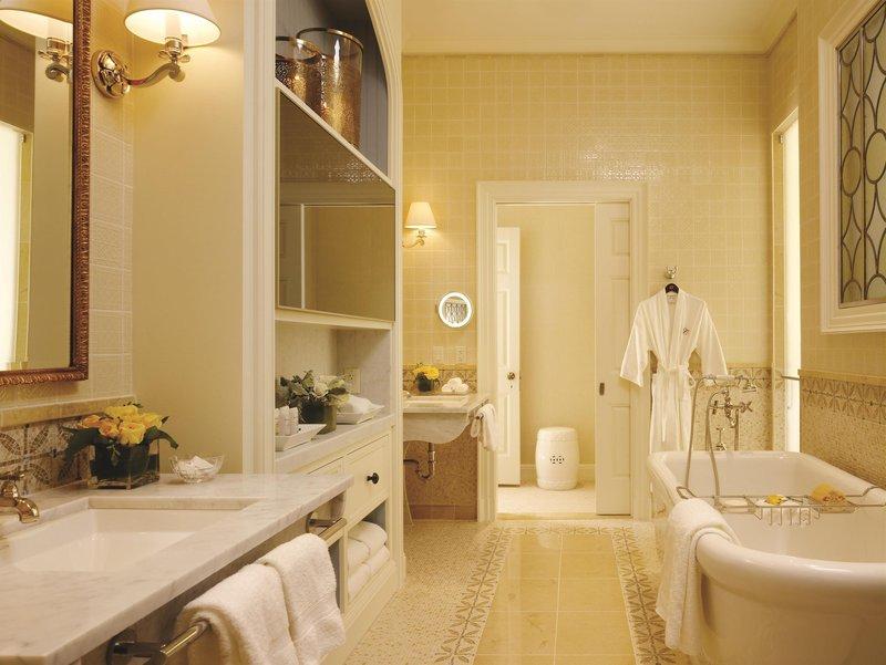 penthouse_suite_master_bathroom_481544_high.jpg