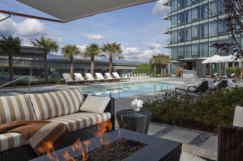 pool_cabana_482559_high.jpg