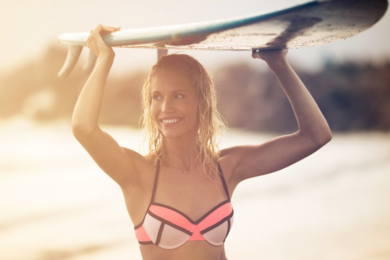 11-hotel-del-coronado-recreation-beach-surfing-woman-holding-surfboard-on-head-swimsuit-closeup-16-wecreate-hires.jpg