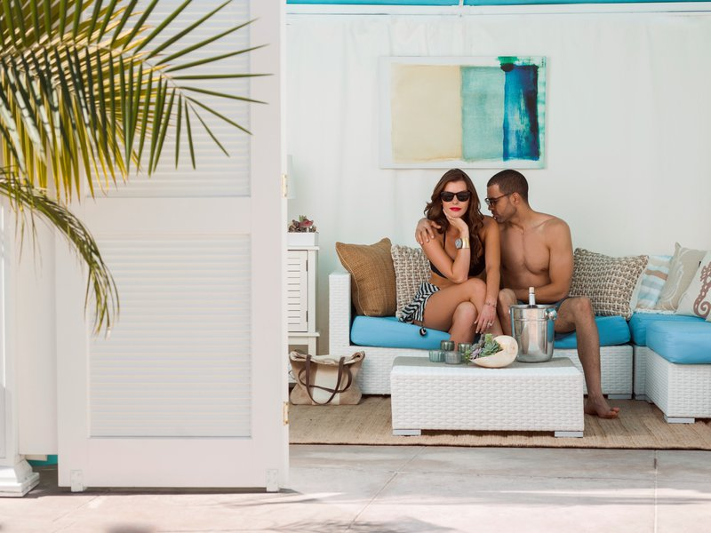 8-beach-village-del-recreation-cabana-couple-champagne-15-hires.jpg