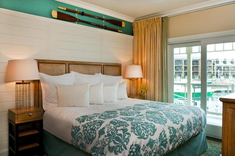boathouse_suite_king_bedroom_14833_high.jpg