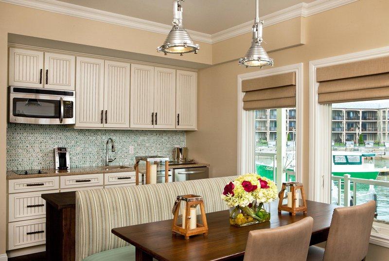 boathouse_suites_kitchen_14838_high.jpg
